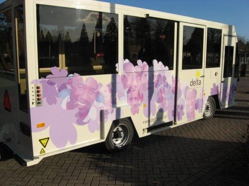 Personenbus bedrukt met schuifdeur