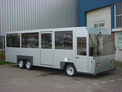 Zeswielige personenbus